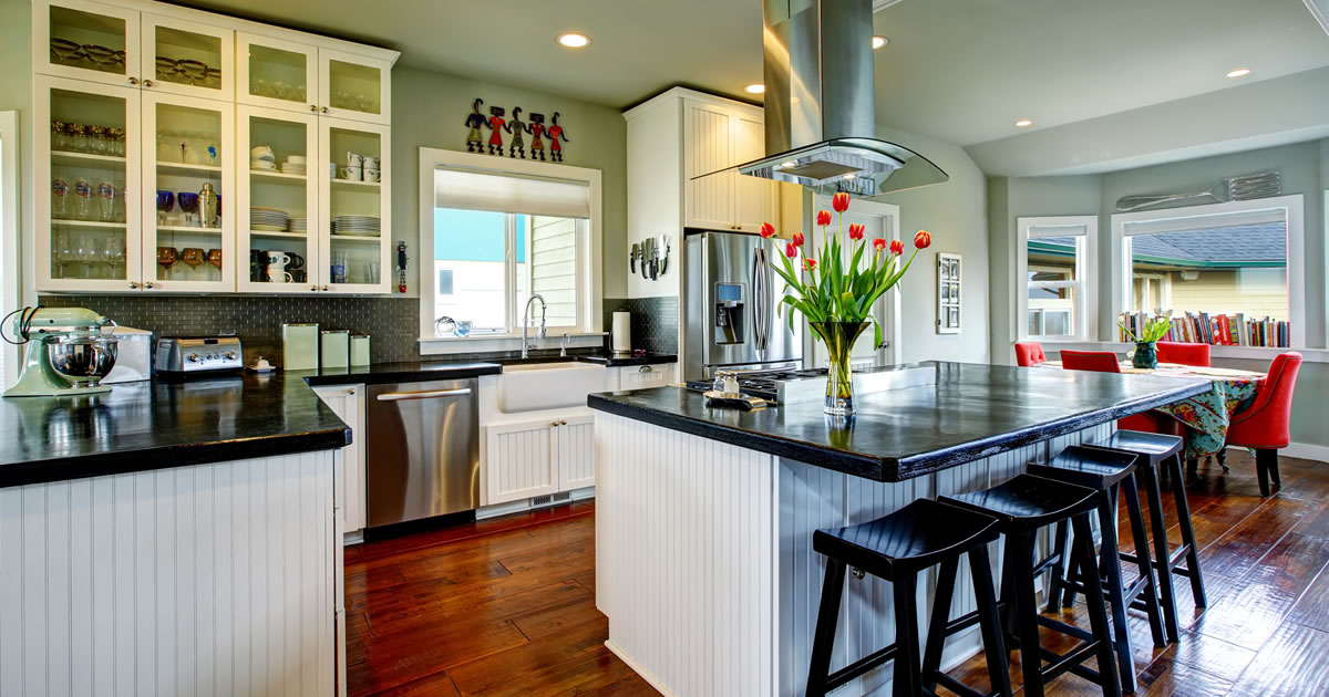 Top ways to save for remodeling old homes for Old home kitchen remodel